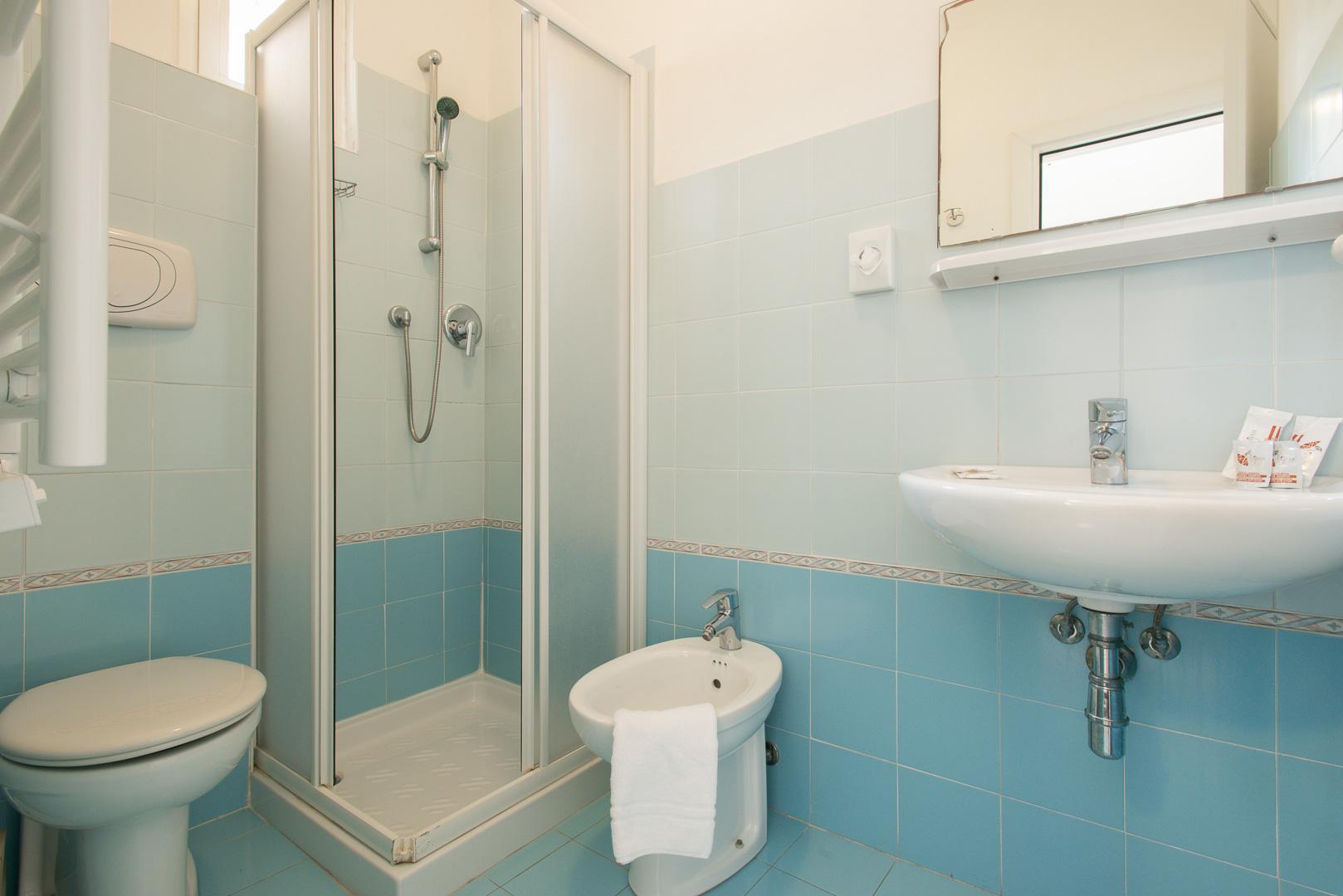 Camera doppia con letto a castello economy - Hotel 2 ...
